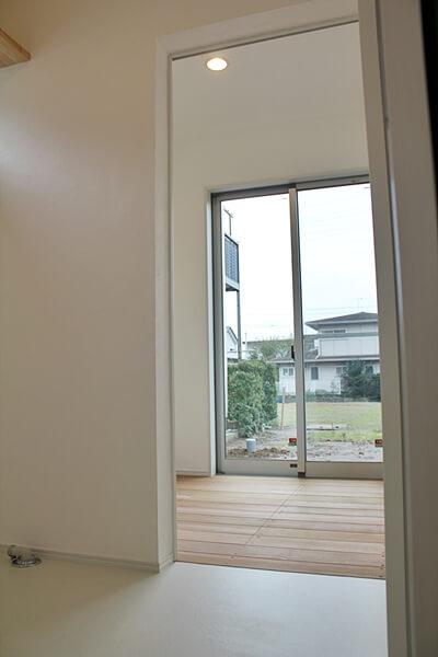 室内物干しスペース。一階。庭にも出入り可能
