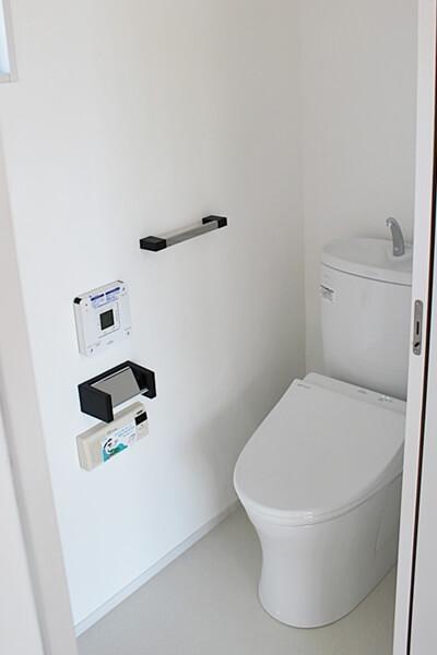 トイレ。内装は漆喰